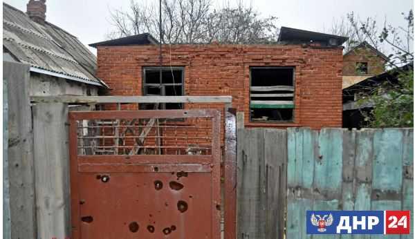 Жилой дом поврежден на западе Донецка в результате обстрелов со стороны украинских силовиков