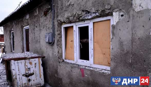 Жилой частный дом поврежден в Ясиноватой в результате обстрелов со стороны ВСУ