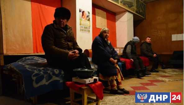 Подземные «коммуналки»: Бомбоубежища остаются вторым домом для жителей прифронтовых окраин Донецка