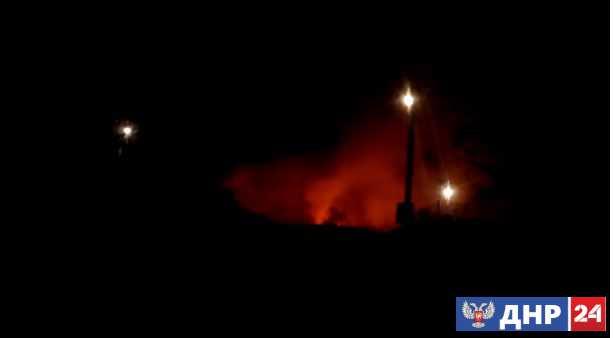 В Балаклее из-за пожара на военном складе рвутся снаряды, жители сидят в подвалах