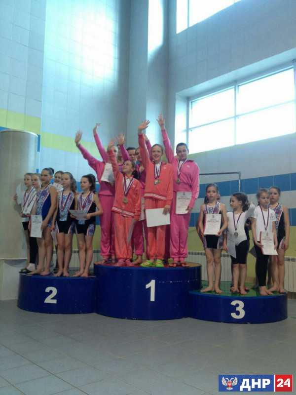 Спортсменки из ДНР завоевали восемь медалей на турнире по синхронному плаванию в Йошкар-Оле