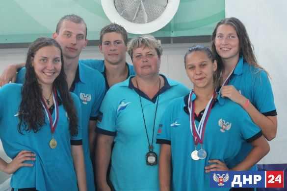 Пловцы из ДНР взяли общекомандное «золото» на открытом республиканском турнире в Крыму