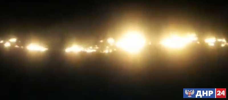 Поле на западе Донецка загорелось в результате обстрела со стороны украинских силовиков
